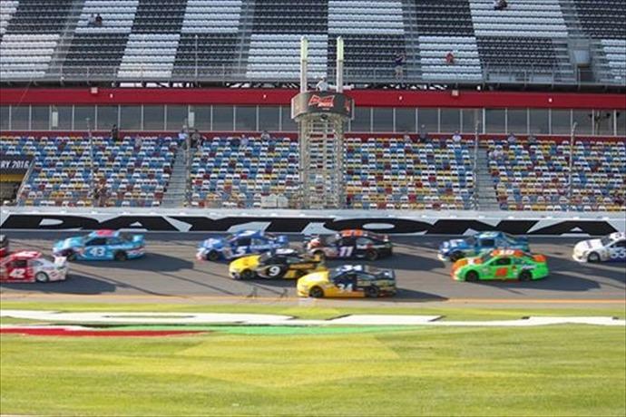 Daytona 500 practice_-3209637093293864792